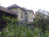 Селски имот в село на 30 км. от град Ловеч