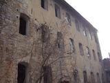 Парцел със стара сграда на територията на старото военно училище във Велико Търново