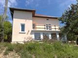 Напълно реновирана къща с огромен двор и гледка към река Дунав