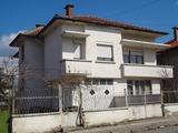 Голяма двуфамилна къща близо до Бургас