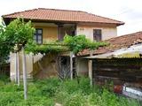 Двухэтажный дом возле водохранилища Жребчево