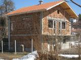 Двуетажна вила с двор на 46 км от София