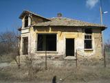 Бивш магазин в село на 40 км от София