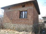 Старый дом с двором в 70 км от Софии