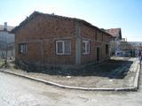 Тухлена къща с двор близо до Дупница