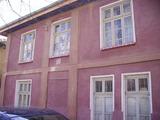 Двуетажна къща с двор в село близо до Ловеч