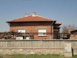 Уютна къща между два града