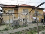 Селска къща с хубава градина на 35 км от Пловдив