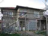 Къща до язовир