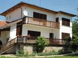 Красивый дом возле города Стара Загора