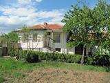 Едноетажна къща близо до град Хисаря