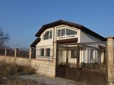Триетажна къща в село Здравец