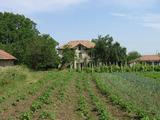 Двуетажна селска къща с двор на 50 км. от Велико Търново