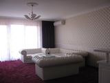 Луксозно обзаведен тристаен апартамент в Пловдив