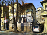 Unique property in the top center of the town, but in a quiet place near the beautiful and well maintained park in Veliko Tarnovo