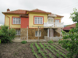 Двуетажна къща в село 10 км от град Първомай