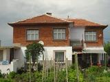 Голяма къща в добре развито село до Чирпан