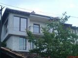 Самостоятелна къща с двор с прекрасна гледка в старата част на Велико Търново