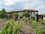 Двухэтажный дом в селе в 15 км от спа курорта Хисаря