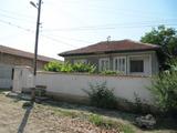 Двуетажна къща в село на 17 км от Хисаря