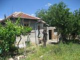 Къща с двор в добре развито село на 26 км. от Велико Търново