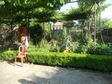 Хубава къща с градина близо до Сливен