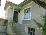 Къща с двор в село на 15 км от гр.Хисаря
