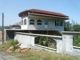 Две къщи в един двор в село на 13 км от гр.Видин