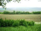 Парцел със статут на земеделска земя на на 100 м. от магистрала София-Варна.