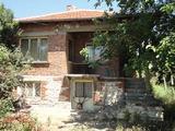 Тухлена къща в спокоен район