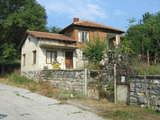 Просторна селска къща с голям двор на 13 км от Тополовград