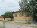 Едноетажна къща за продан с лятна кухня и двор близо до Пазарджик