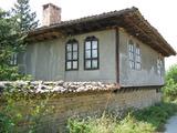 Двуетажна къща в традиционен стил в село на 12 км. от Велико Търново