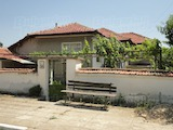 Едноетажна къща в планинско село