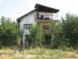 Двуетажна вила за продажба на 3 км от град Елхово