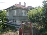 Красива и масивна двуетажна селска къща до Видин