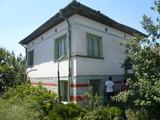 Голяма двуетажна къща на брега на река Дунава, близо до Видин