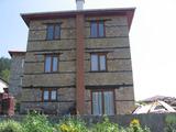 Реставрирана и обзаведена триетажна къща в тихо село край Смолян
