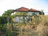 Rural house with a large garden near the river Tundzha and Sliven