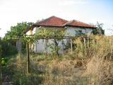 Селска едноетажна къща с голям двор близо до река Тунджа и Сливен