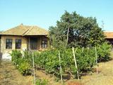 Едноетажна къща в голямо и добре развито село на 14 км. от Велико Търново