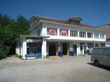 Производствена сграда със сервиз и административни помещения близо до Монатана