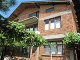 Къща с обширен двор в развито село край Първомай