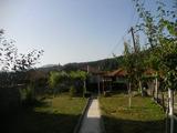 Едноетажна селска къща с двор в планината близо до Сливен