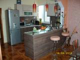 Тристаен луксозно обзаведен апартамент за продан в центъра на Сливен