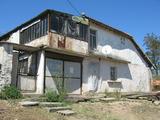 Двуетажна къща с двор в спокойно ямболско село