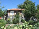 Двуетажна къща с красива гледка близо до Елхово