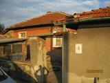 Еднофамилна къща с двор за продажба в спокойно село близо до Димитровград