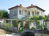 Голяма и солидна къща с двор в красив селски район близо до Тополовград и Елхово