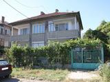 Просторен апартамент с гараж, маза, таванско помещение и дворно място в град Павликени